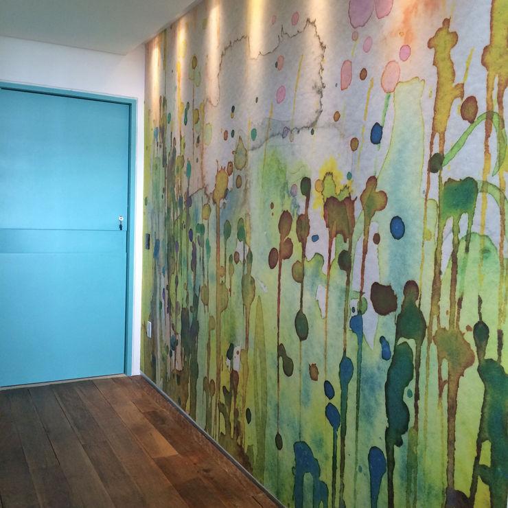 Mariana Noguera Modern corridor, hallway & stairs
