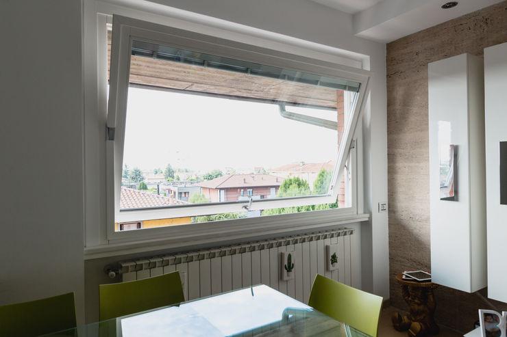 BILICO ORIZZONTALE con veneziana elettrica COMETTI FALEGNAMERIA Finestre in legno Legno Bianco