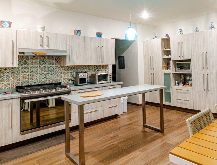 Cocina interior de casa GRUPO VOLTA Cocinas equipadas