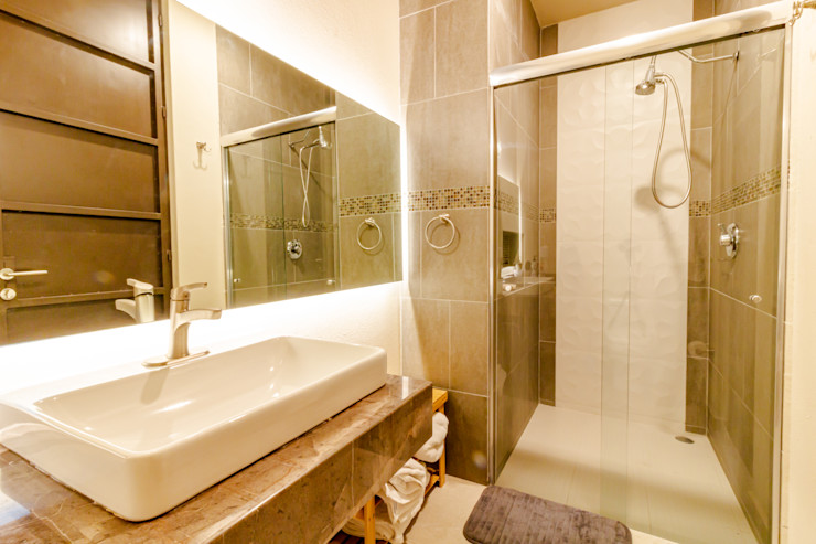 Baño de albercas. GRUPO VOLTA Baños modernos Gris