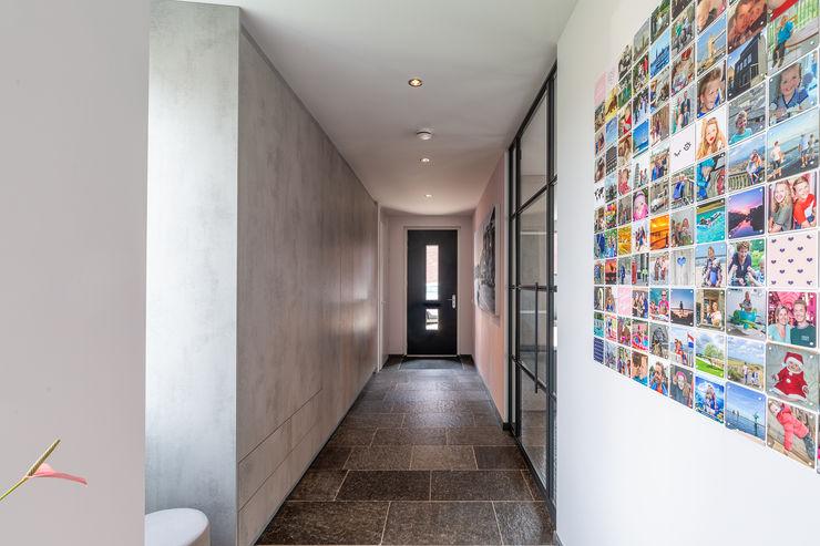 Entree hal Architectenburo Mosterman Moderne gangen, hallen & trappenhuizen