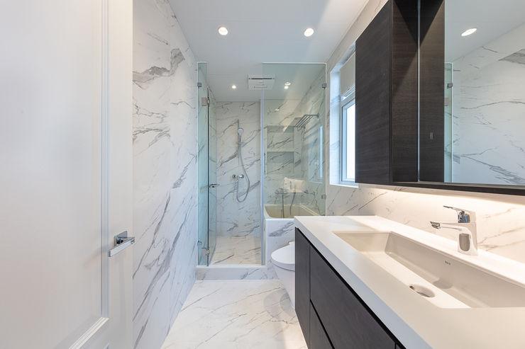 A Vintage Lifestyle—Villa Rocha, Hong Kong Grande Interior Design Mediterranean style bathroom