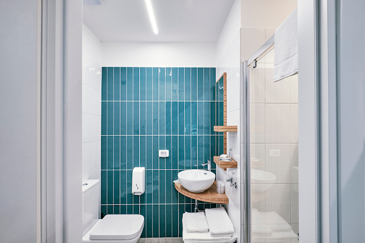 Hotel Storyville - Un tuffo nel mare Daniele Menichini Architetti Hotel in stile mediterraneo Ceramica Turchese