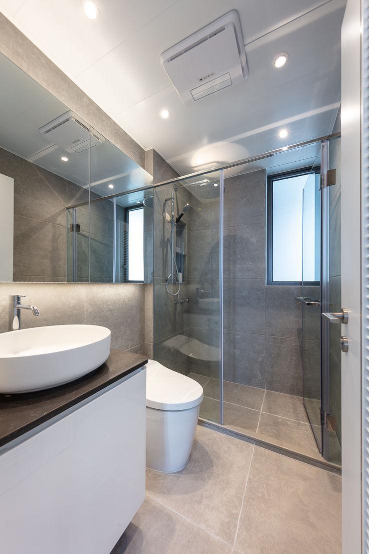 Celeste and the Sea—Alto Residences, Hong Kong Grande Interior Design Classic style bathroom