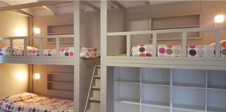 Abitar arquitectura Modern nursery/kids room
