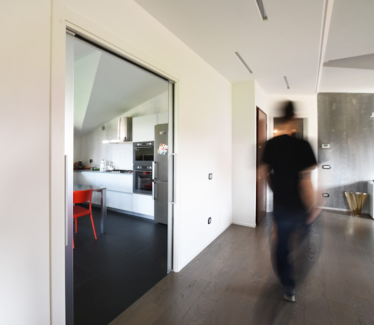CUCINA IN MANSARDA CC-ARK - SERENA&VALERIA Cucina minimalista Legno Bianco