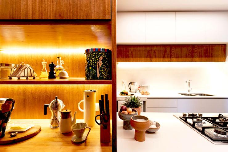 Nicho da cozinha Caroá Arquitetura Cozinhas modernas Madeira Branco