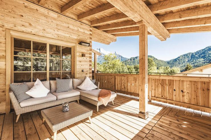 Massivholzhaus Kitzbühel Chiemgauer Holzhaus Balkon Holz