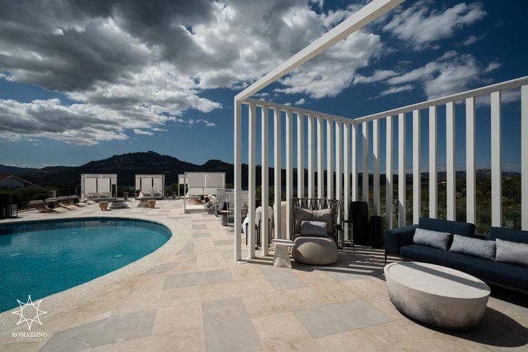 Swimming pool area ROMAZZINO C.S. SERVICE SRL Hotel moderni