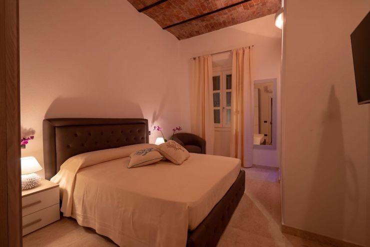 Badroom ROMAZZINO C.S. SERVICE SRL Camera da letto moderna