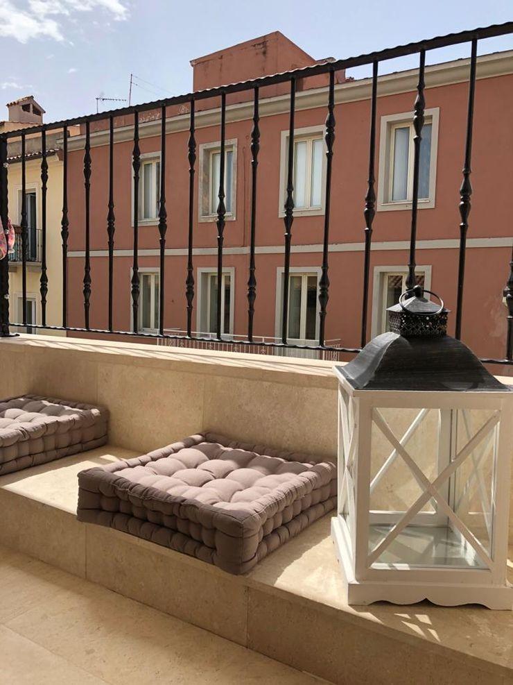 Terrazza panoramica ROMAZZINO C.S. SERVICE SRL Balcone, Veranda & Terrazza in stile moderno