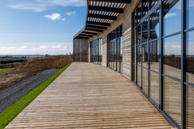 Wooden Clad New Build Home in Cornwall Arco2 Architecture Ltd Modern balcony, veranda & terrace
