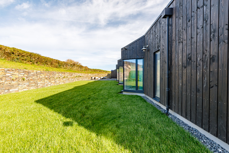 Exterior angles on the modern rear of this property in Cornwall Arco2 Architecture Ltd Wooden houses