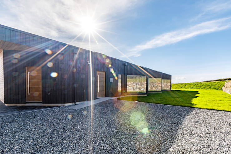 Driveway in front of sustainable new build home Arco2 Architecture Ltd Detached home