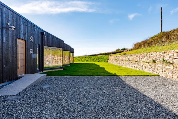 Exterior of eco friendly new build home in Cornwall Arco2 Architecture Ltd Detached home