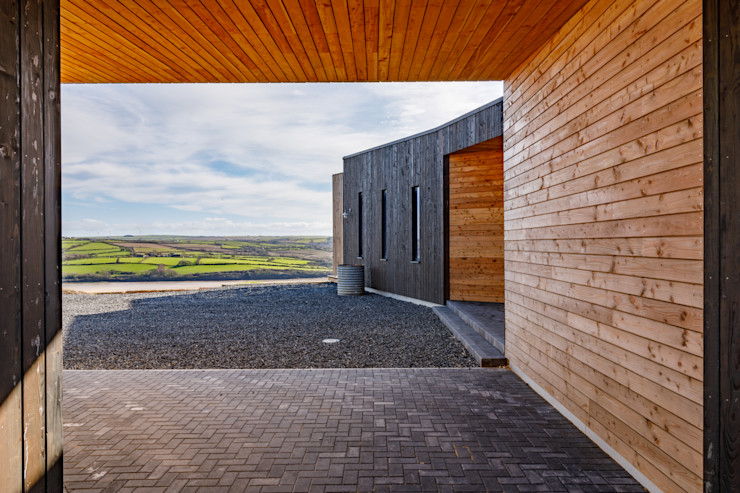 Archway over the driveway Arco2 Architecture Ltd Detached home