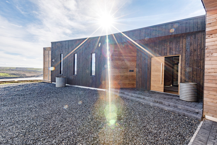 Entrance to the property Arco2 Architecture Ltd Wooden houses