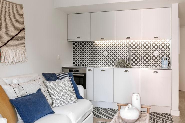 sala de estar - integração com a cozinha Staging Factory Salas de estar modernas