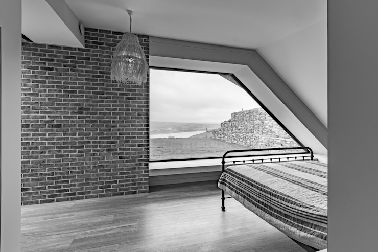 Bedroom with a view. Arco2 Architecture Ltd Modern style bedroom