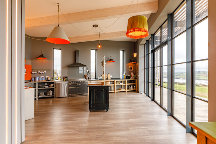 Open Plan Kitchen With High Ceilings and Art Deco Style Windows. Arco2 Architecture Ltd Modern kitchen