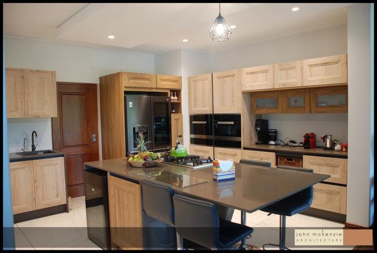 House Steeneveldt John McKenzie Architecture Built-in kitchens