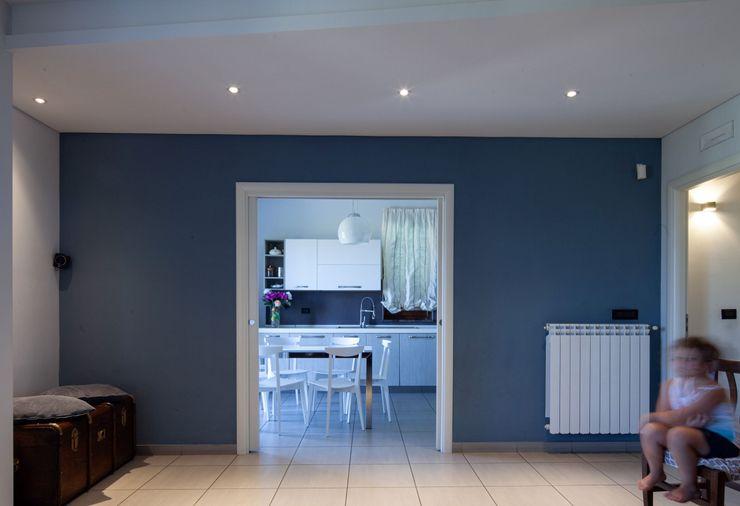 Zona Living antonio felicetti architettura & interior design Soggiorno moderno Cemento Variopinto
