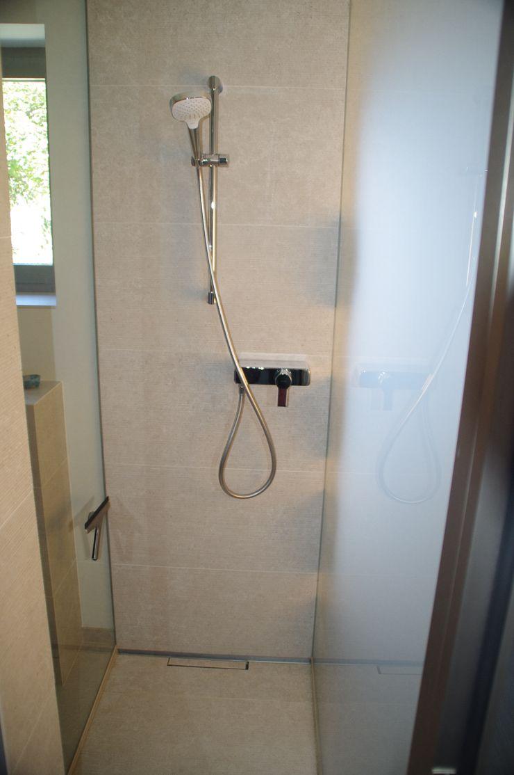 Duschbadeinbau in Keller Kempfer- Raumkonzepte Moderne Badezimmer
