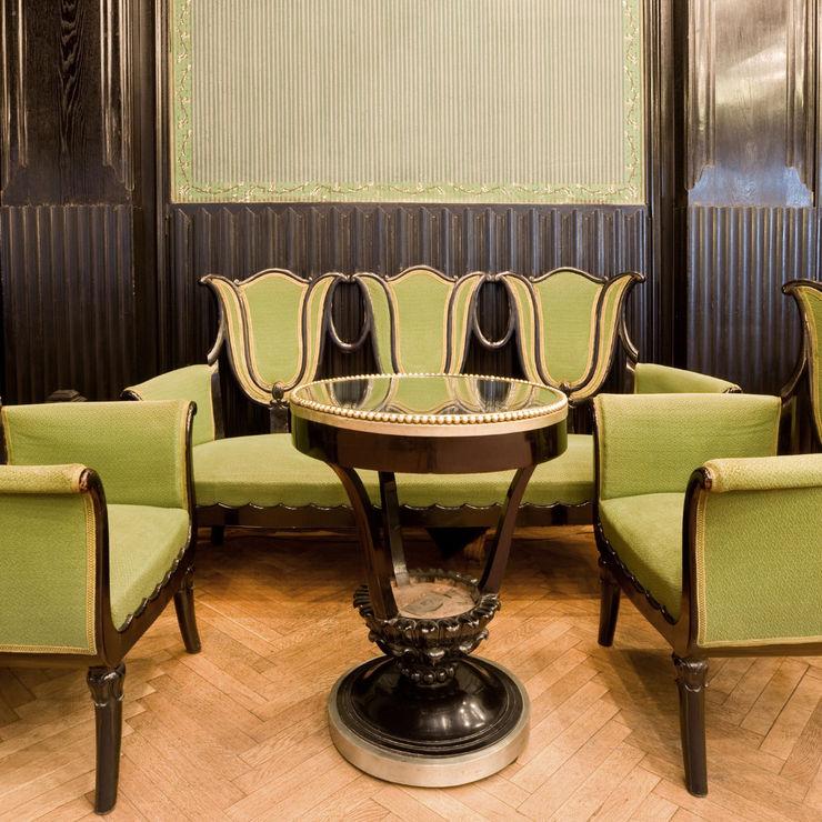 Inneneinrichtung einer Jugenstilvilla Polanski Innenarchitektur WohnzimmerSofas und Sessel Textil Grün