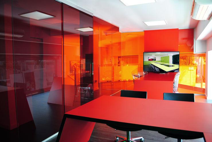 MANUEL TORRES DESIGN Kantor & Toko Gaya Industrial Red