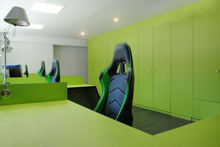 MANUEL TORRES DESIGN Office spaces & stores Green