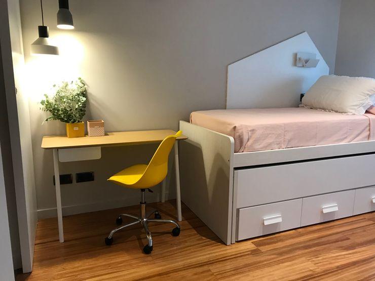 Dormitorio con cama compacta: la mejor opción A interiorismo by Maria Andes Habitaciones de niñas