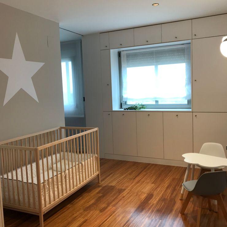 Dormitorio bebé A interiorismo by Maria Andes Habitaciones de bebé