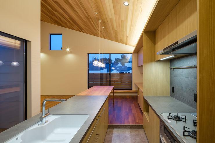 明大前の賃貸併用二世帯住宅 設計事務所アーキプレイス 北欧デザインの キッチン セラミック 木目調