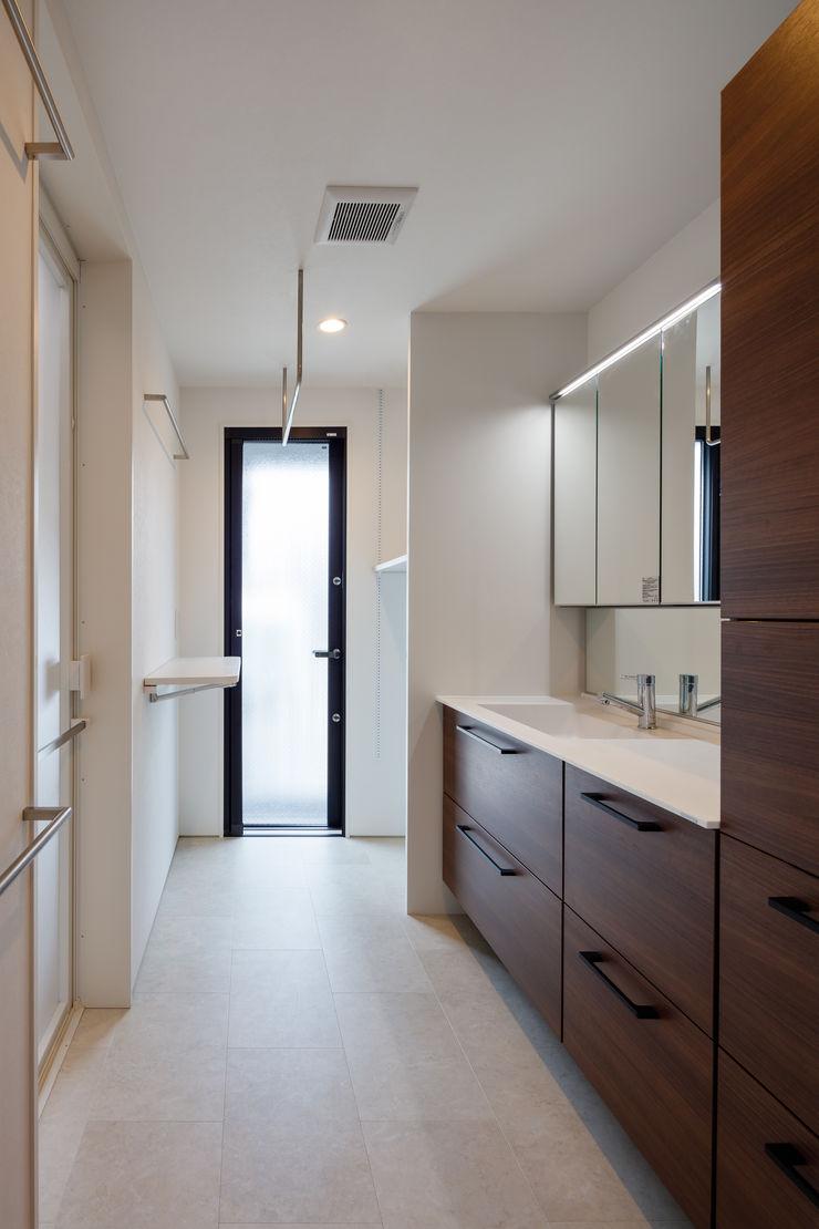 明大前の賃貸併用二世帯住宅 設計事務所アーキプレイス 洗面所&風呂&トイレ棚 合板(ベニヤ板) 白色