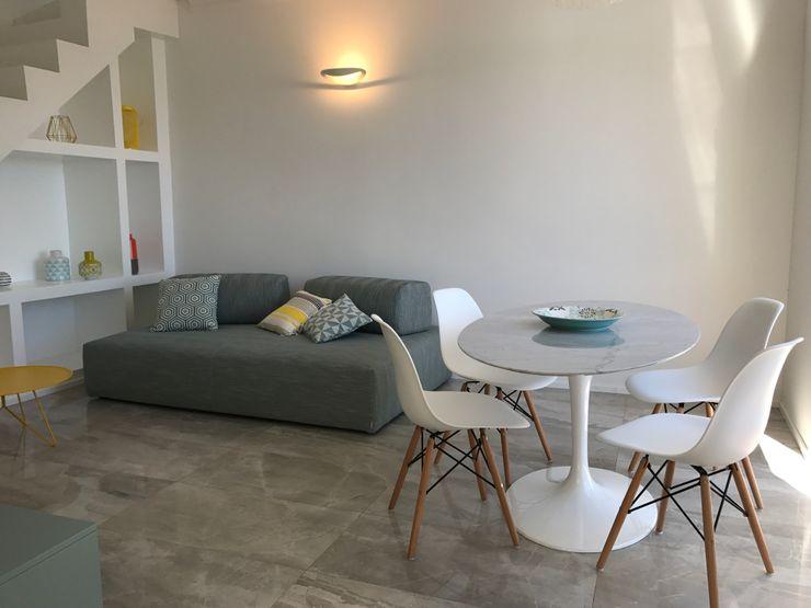 Zona living Studio Zay Architecture & Design Soggiorno moderno Marmo Bianco