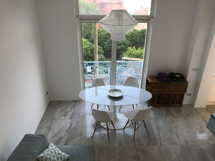 Vista dall'alto zona living Studio Zay Architecture & Design Sala da pranzo moderna Marmo Grigio