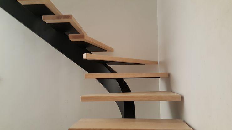 Escalier métallique débillardé avec marches suspendues LBMS. Fabrice Lamouille Escalier Métal