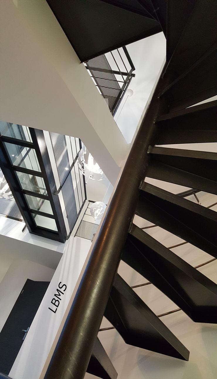 Escalier hélicoïdal et passerelle verre LBMS. Fabrice Lamouille Escalier Métal