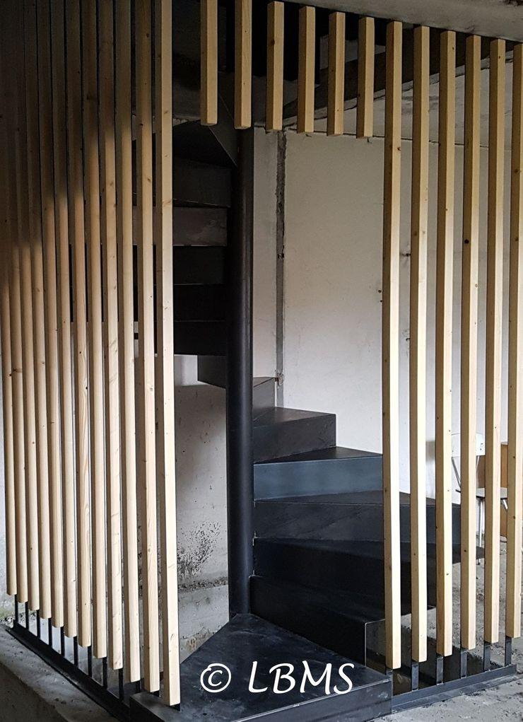 escalier métallique avec garde corps lisse bois LBMS. Fabrice Lamouille Escalier Métal