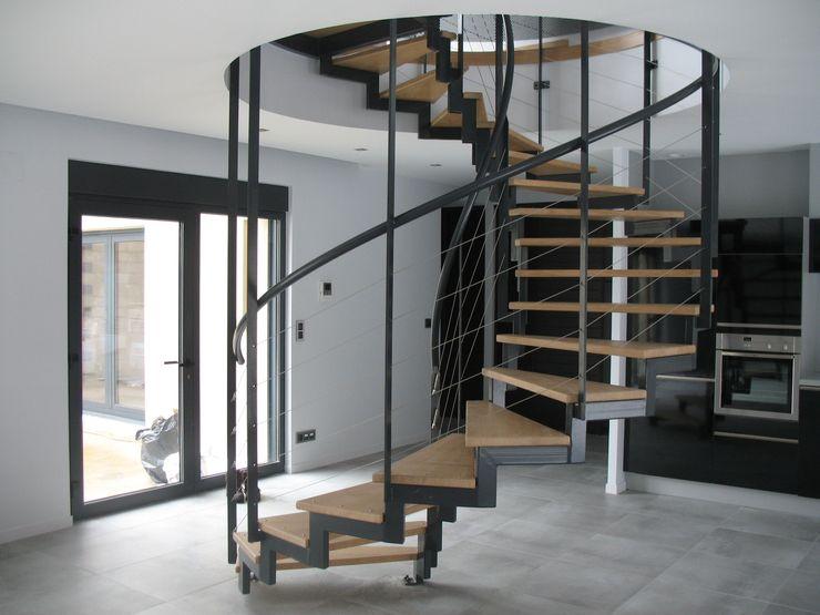 Escalier métallique suspendu LBMS. Fabrice Lamouille Escalier Métal