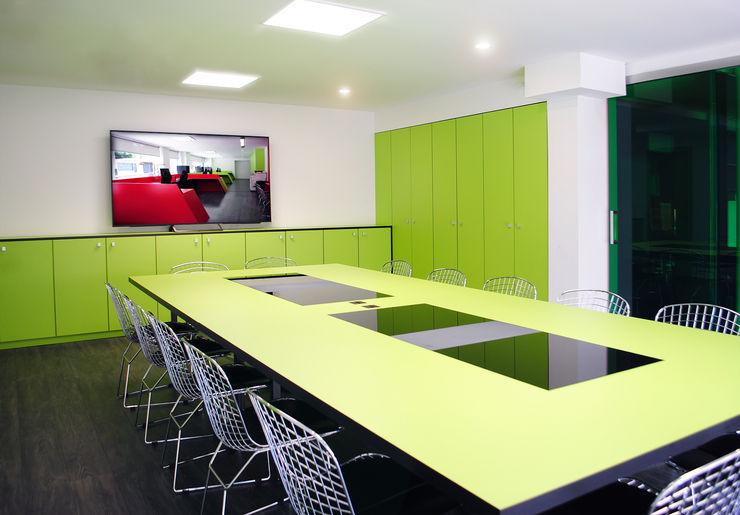 MANUEL TORRES DESIGN Kantor & Toko Gaya Industrial Green
