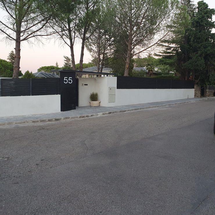 Vista general de entrada peatonal MULTISERVICIOS EGO INGENIEROS SL Jardines de estilo moderno