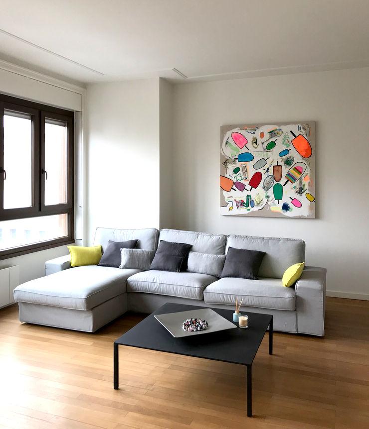 Zona Living Studio Zay Architecture & Design Soggiorno eclettico Legno massello Grigio