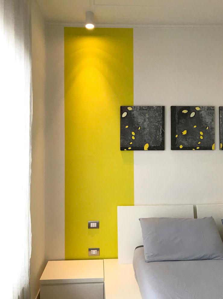Dettaglio parete camera matrimoniale 02 Studio Zay Architecture & Design Camera da letto eclettica Legno Giallo
