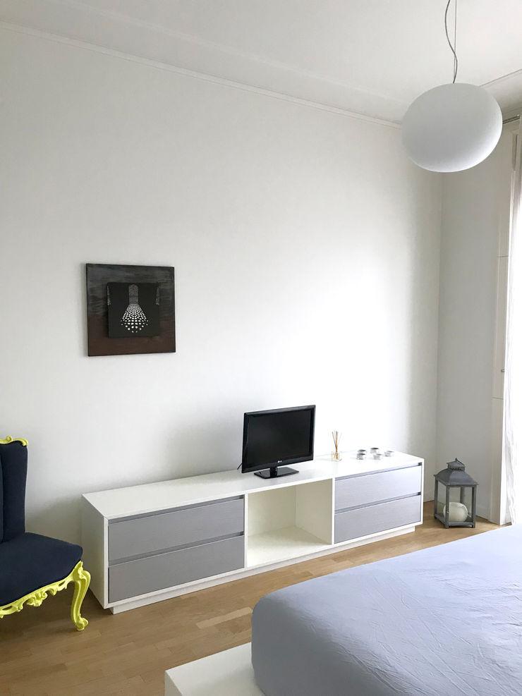 Camera matrimoniale 02 Studio Zay Architecture & Design Camera da letto eclettica Legno Grigio