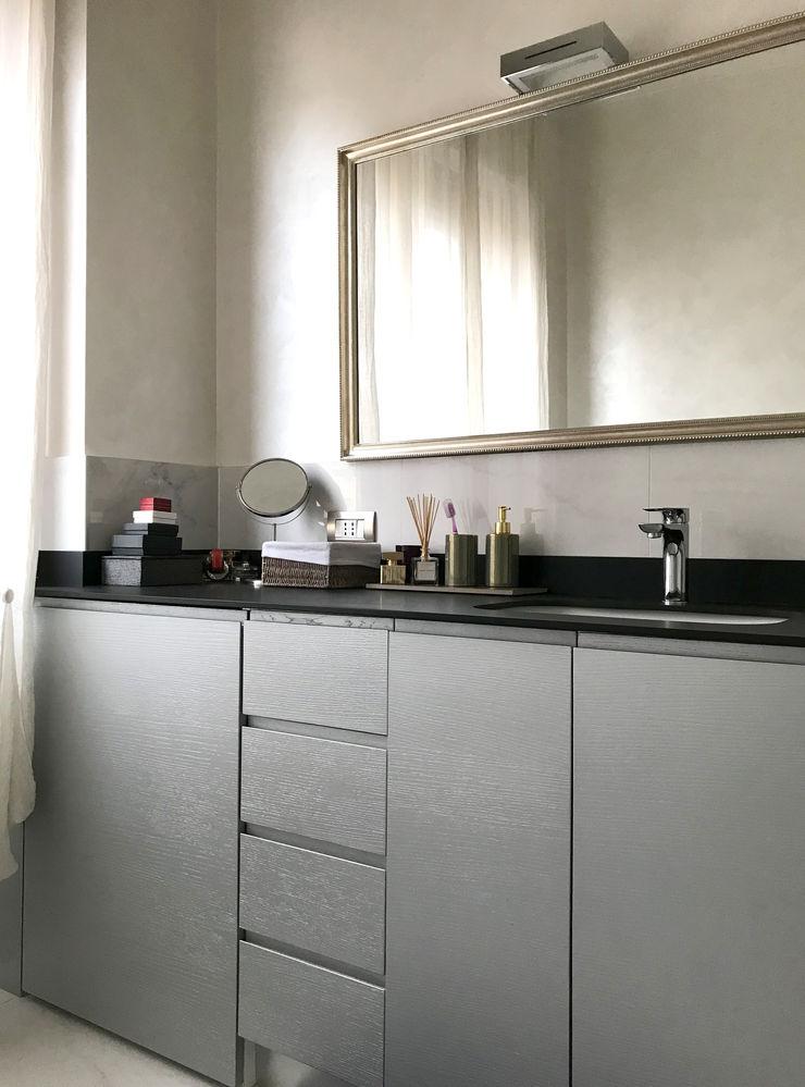 Bagno 02 Studio Zay Architecture & Design Bagno eclettico MDF Grigio