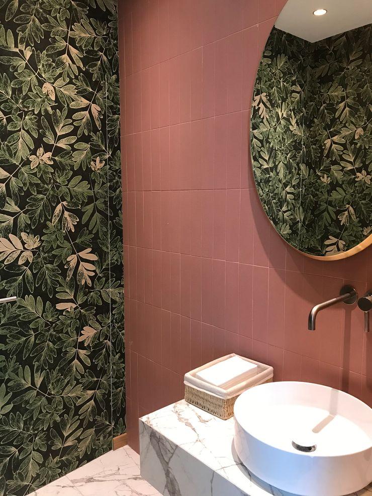 Bagno piano terra - antibagno Studio Zay Architecture & Design Bagno eclettico Ceramica Verde
