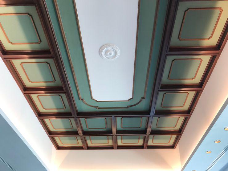 Dettaglio Soffitto a cassettoni Studio Zay Architecture & Design Pareti & Pavimenti eclettiche Legno massello Verde
