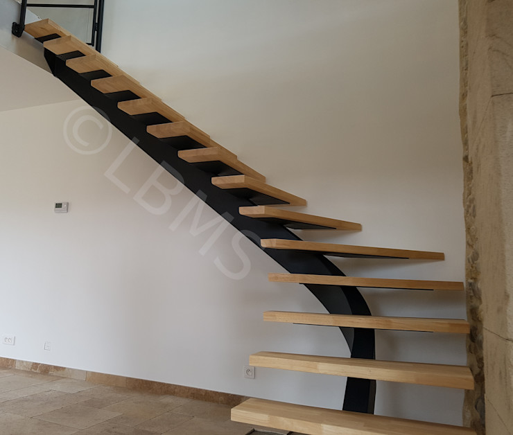 Escalier métallique marches suspendues LBMS. Fabrice Lamouille Escalier Métal