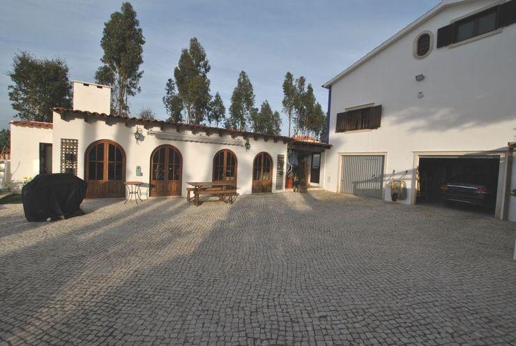 Moradia T6 com Anexo e jardim - a 5 minutos da praia Foz do Arelho homify Casas rústicas
